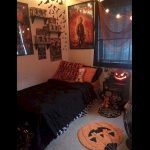 34 Gorgeous Halloween Bedroom Decor Ideas (12)