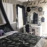 34 Gorgeous Halloween Bedroom Decor Ideas (19)