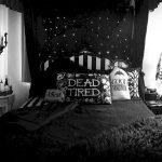 34 Gorgeous Halloween Bedroom Decor Ideas (20)