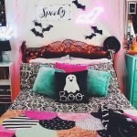 34 Gorgeous Halloween Bedroom Decor Ideas (23)