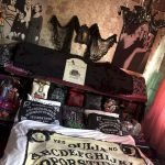 34 Gorgeous Halloween Bedroom Decor Ideas (31)